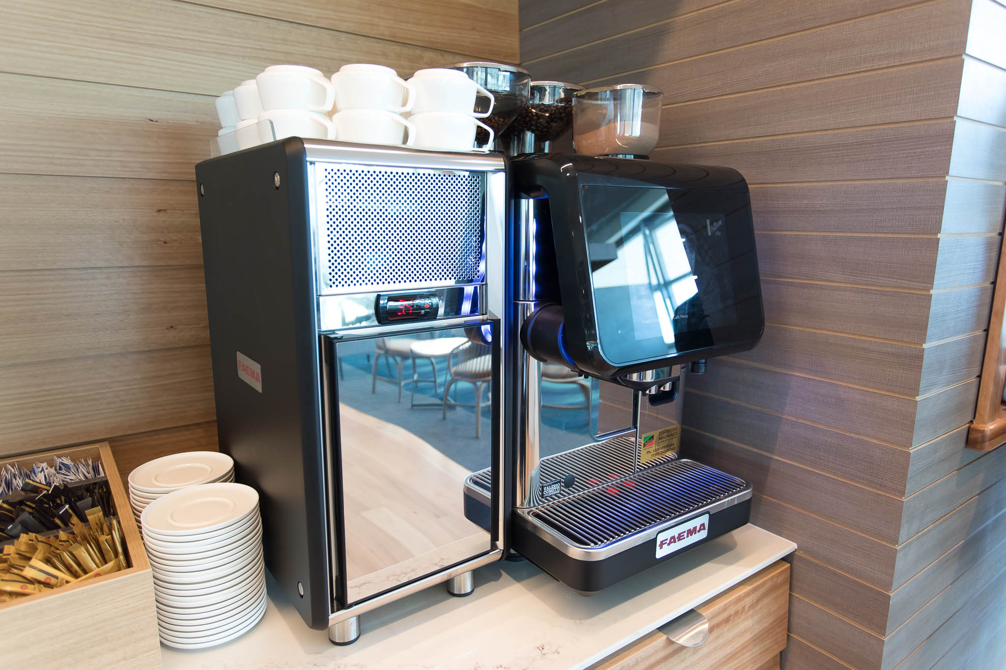 Qantas Brisbane International Lounge Level 2 Coffee Machine