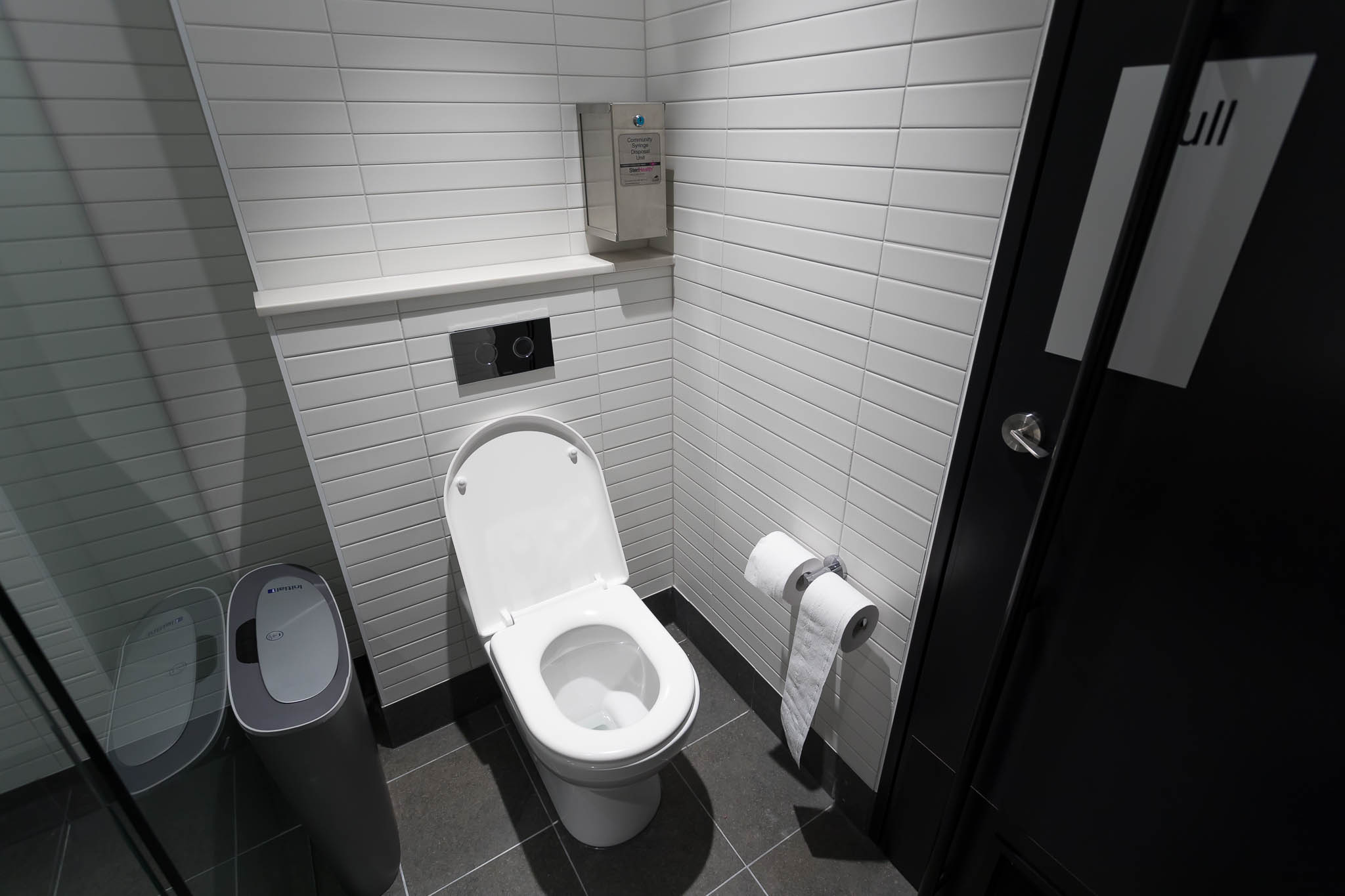 Qantas Brisbane International Lounge Shower Rooms