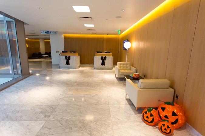 Qantas First Class Lounge Entry