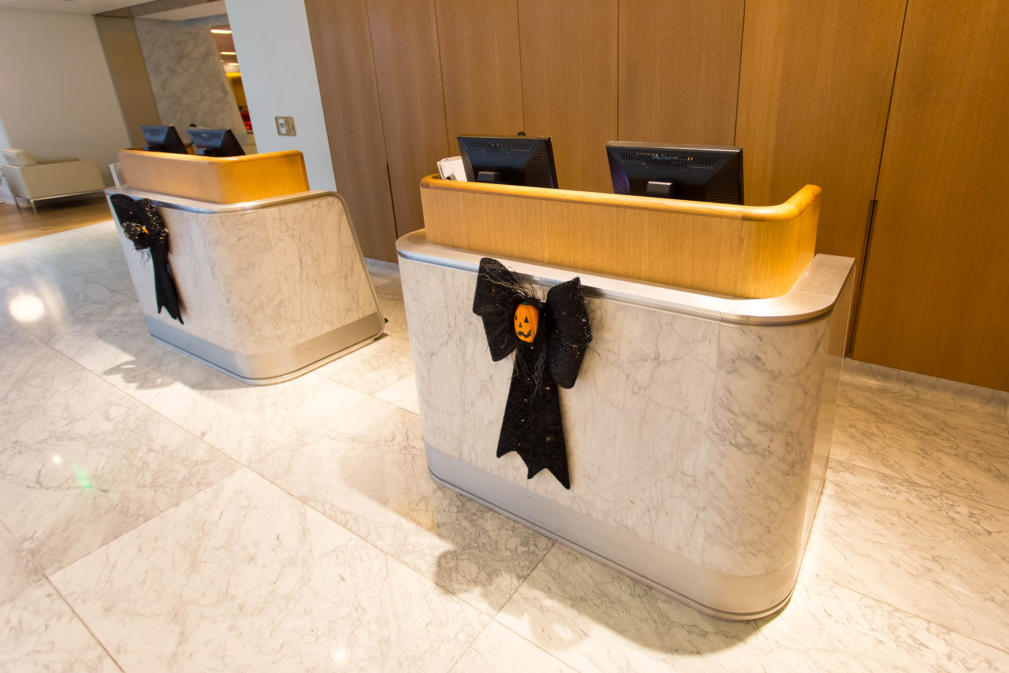 Qantas First Class Lounge Entry